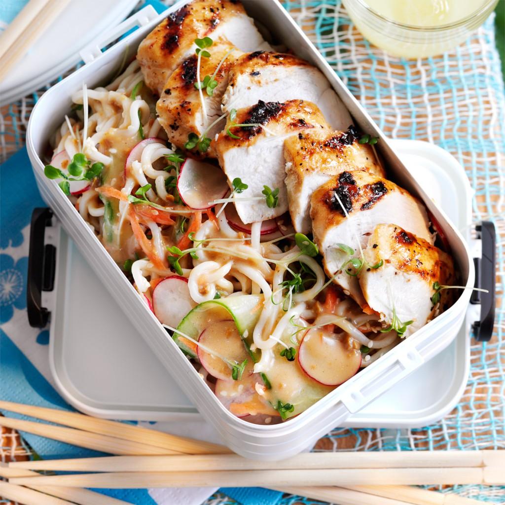 Ensalada de Noodles y pollo Satay