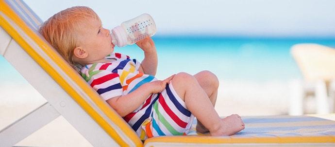 Nutrición sana para tu bebé en la playa