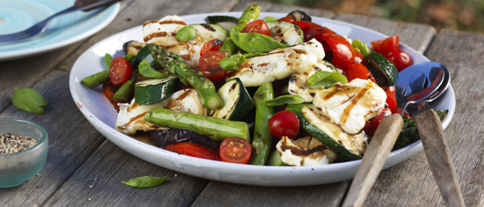 Grilled Halloumi & Vege Salad