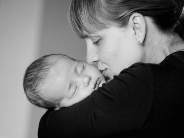 Can I Combine Breastfeeding with Bottle Feeding?