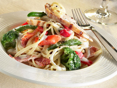 Creamy Linguine with Grilled Chicken and Vegetables