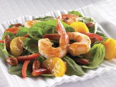Salade d'épinards, de mandarines et de crevettes épicées avec vinaigrette à la mandarine