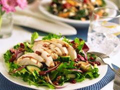 Salade de poulet grillé avec vinaigrette Balsamique aux baies