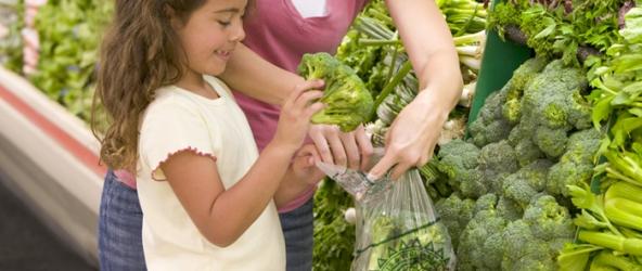 Cómo establecer buenos hábitos alimentarios en los niños