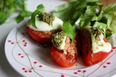 Pomidory zapiekane z mięsem mielonym oraz mozarellą