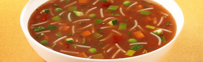 Heldere tomaten groentesoep